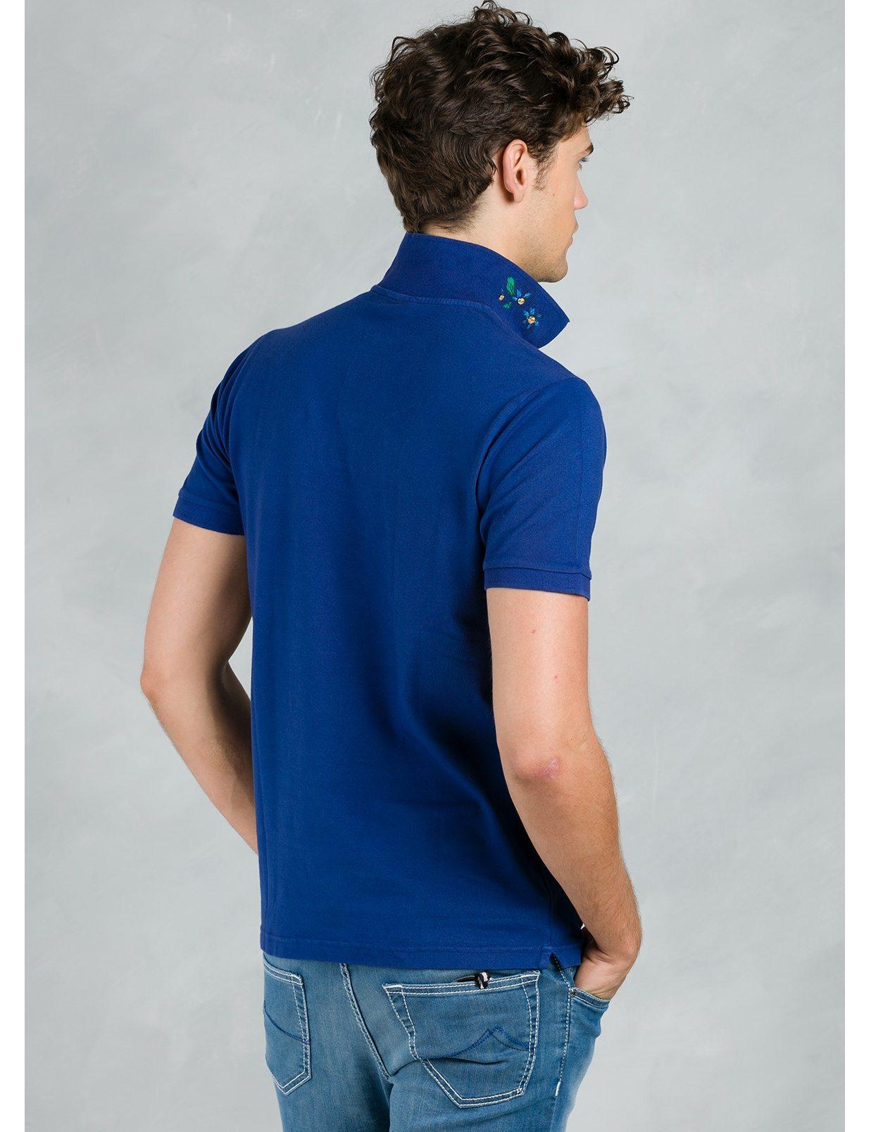 Polo manga corta piquet con flor grabada en cuello, color azul tinta, 95% Algodón 5% Elastán. - Ítem2