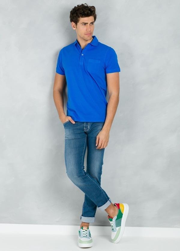 Polo liso manga corta con bolsillo en pecho, color azulón, 95% Algodón 5% Elastán.
