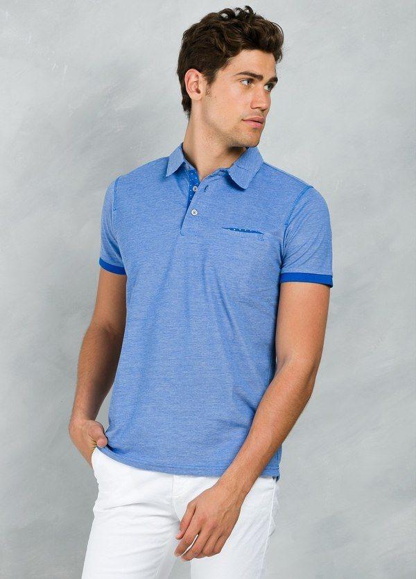 Polo pique manga corta con bolsillo en pecho con contrastes, color azul.