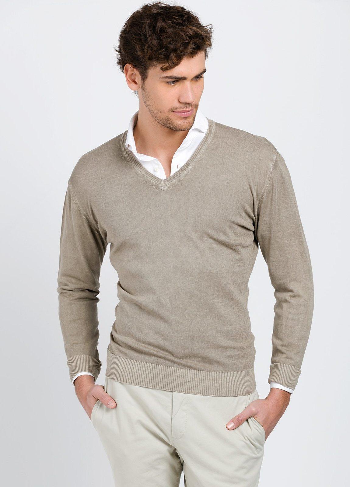 Jersey cuello pico color tostado, 100% Algodón.