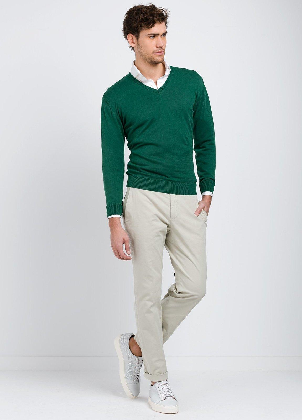 Jersey cuello pico color verde, 100% Algodón.