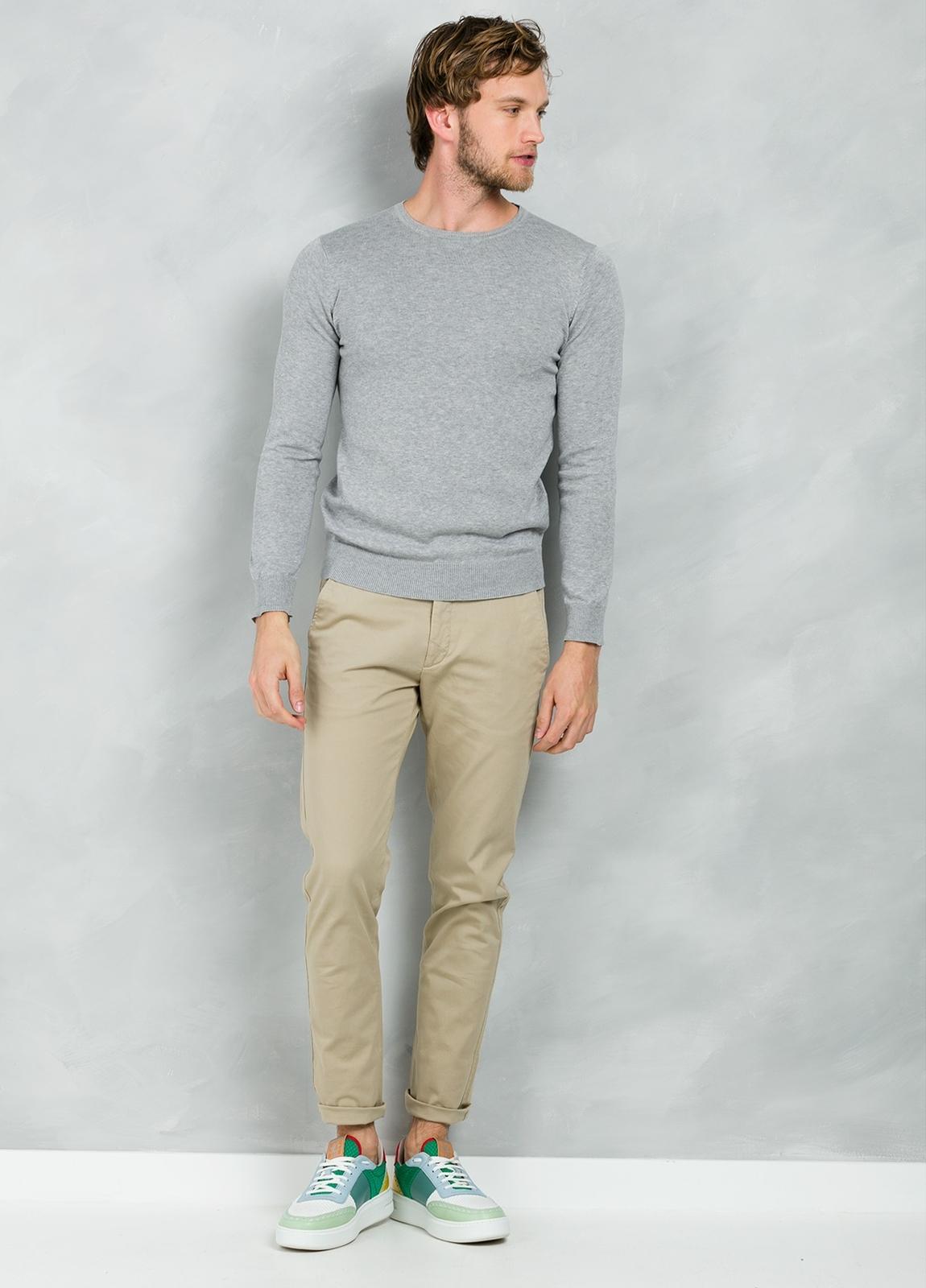 Jersey Casual Wear, SLIM FIT cuello redondo color gris, 100% algodón.
