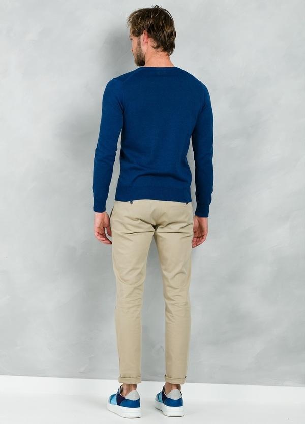 Jersey Casual Wear, SLIM FIT cuello pico color azul, 100% algodón. - Ítem1