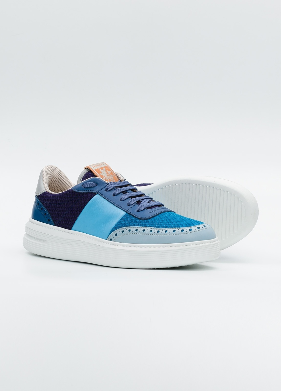 Calzado Sport color azul y marino, combinación de piel y malla. - Ítem2