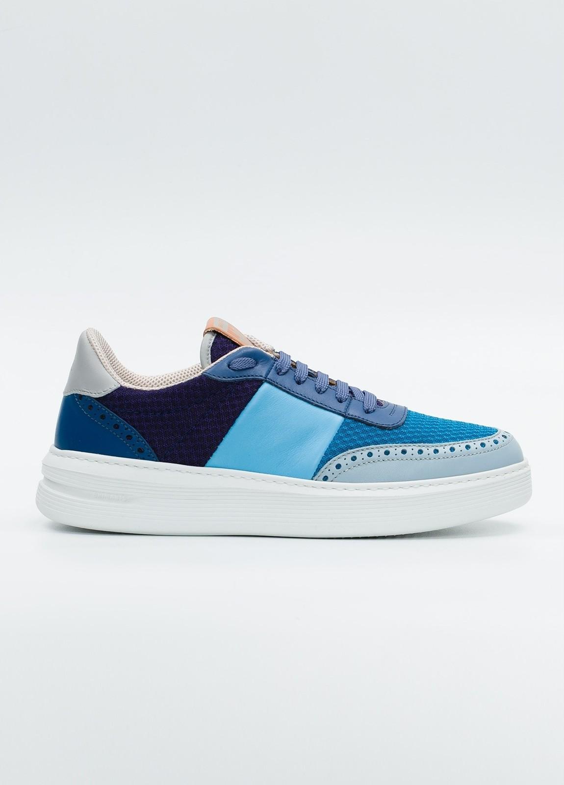 Calzado Sport color azul y marino, combinación de piel y malla.