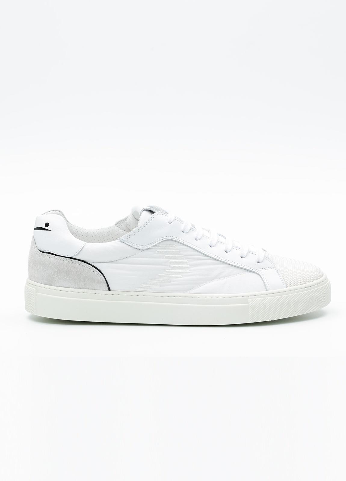 Bambas moda hombre modelo PORTOFINO color blanco, Serraje y tejido técnico.