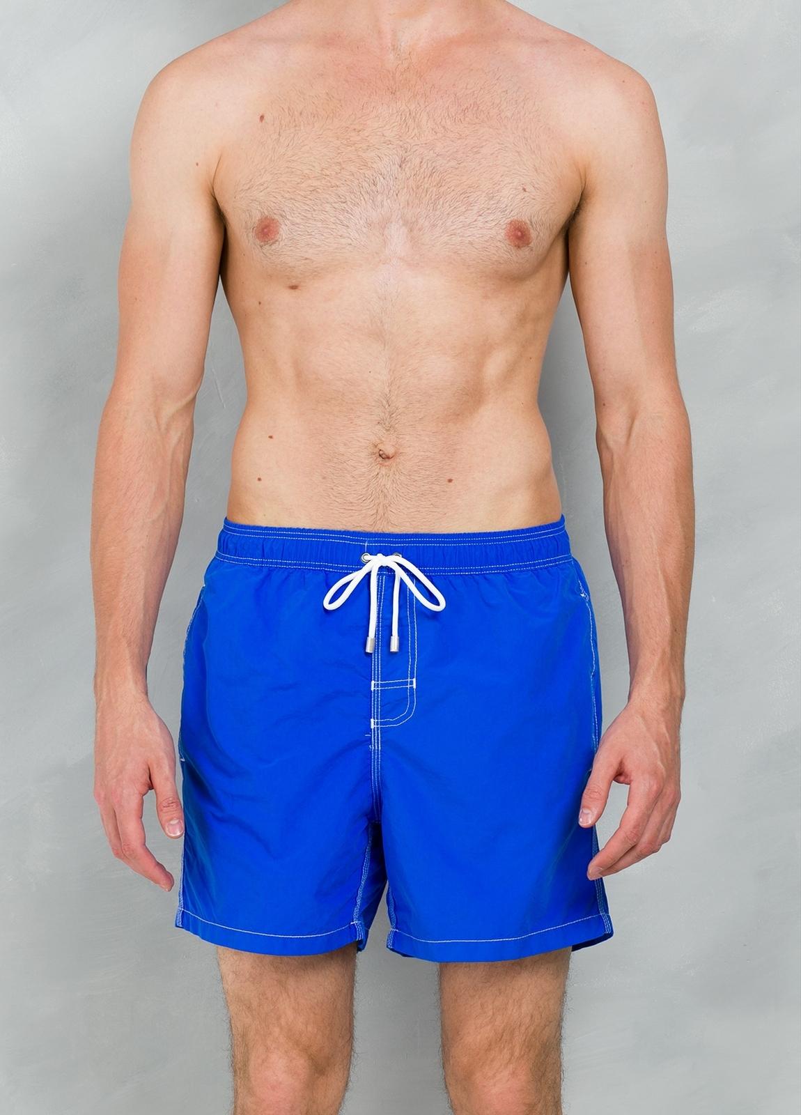 Bañador liso color azul klein, 100% poliamida.