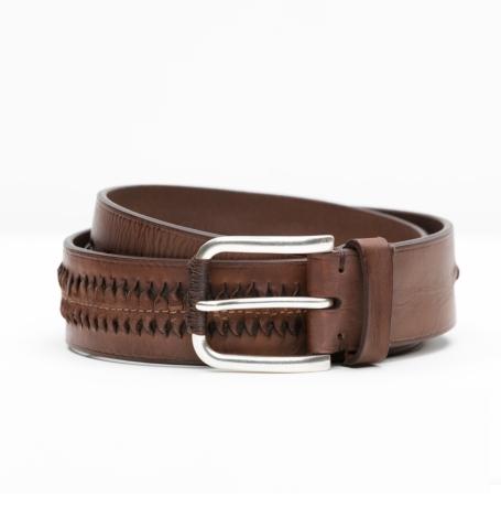 Cinturón Sport con dibujo en relieve color marrón, 100% Piel.