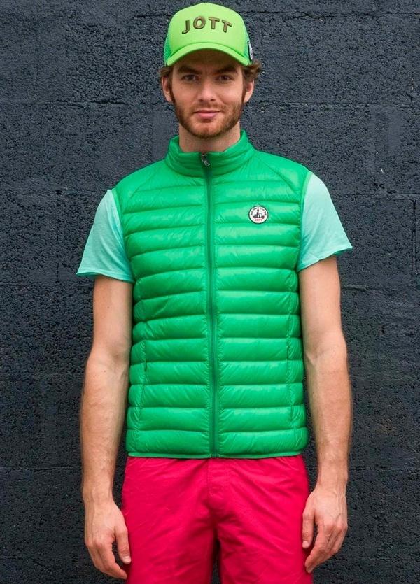 Chaleco ligero modelo TOM color verde.