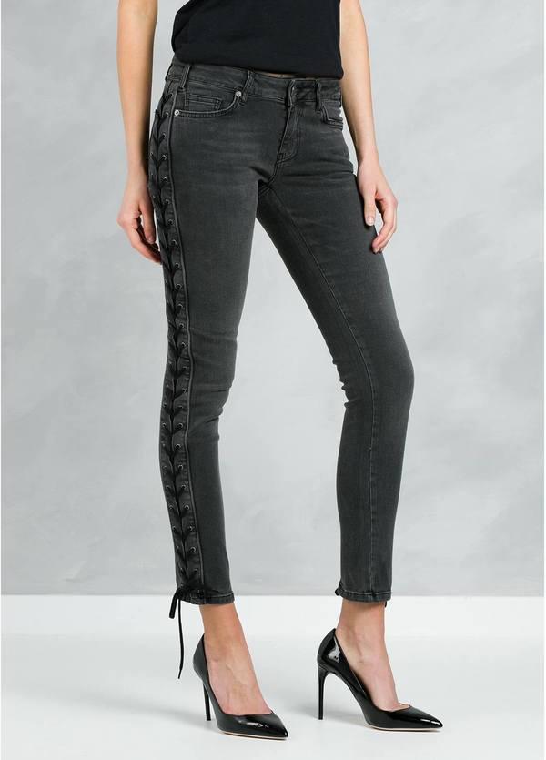 Pantalón tejano woman SKINNY modelo STELLER JEAN con lazada lateral, color negro.