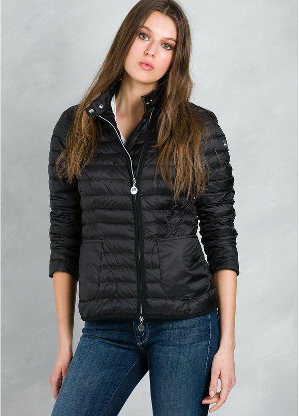 Chaqueta ligera estilo plumón color negro modelo RHODIOLA, interior 100% Piumino y exterior Poliamida.