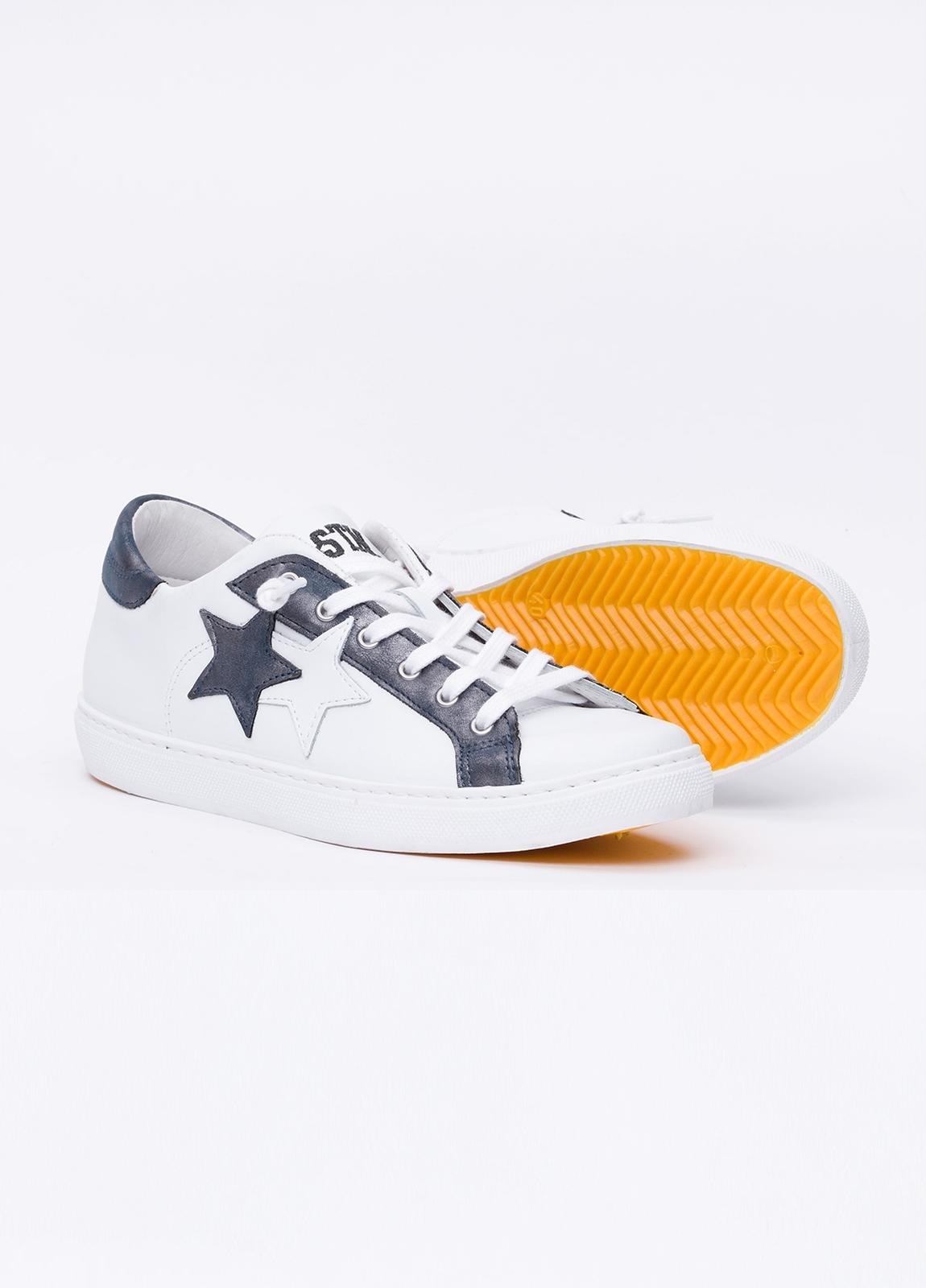 Calzado sport color blanco con detalles azul marino. 100% Piel. - Ítem4