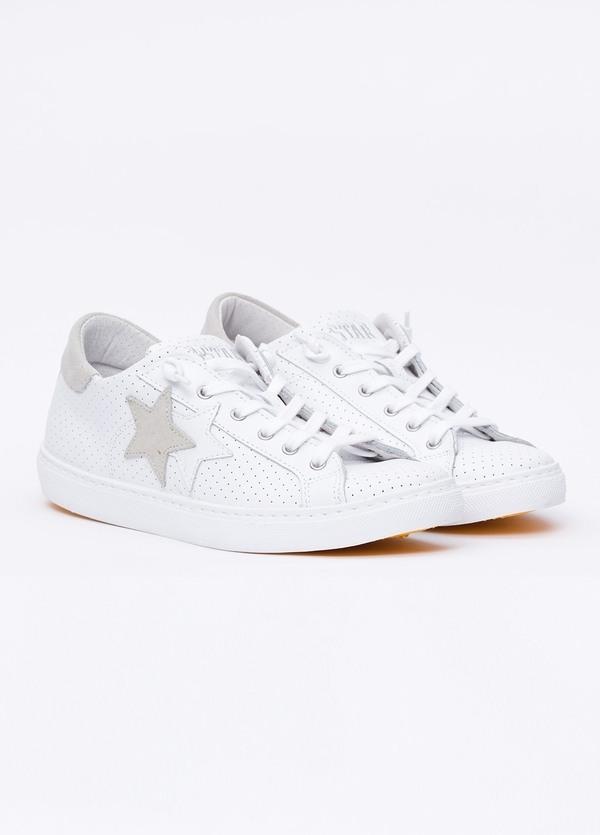 Calzado sport color blanco con detalles beige. 100% Piel. - Ítem2