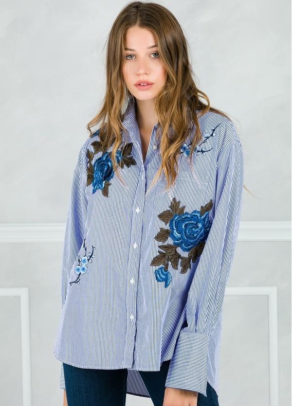 Camisa woman modelo CRIDL estampado maxiflor color azul.