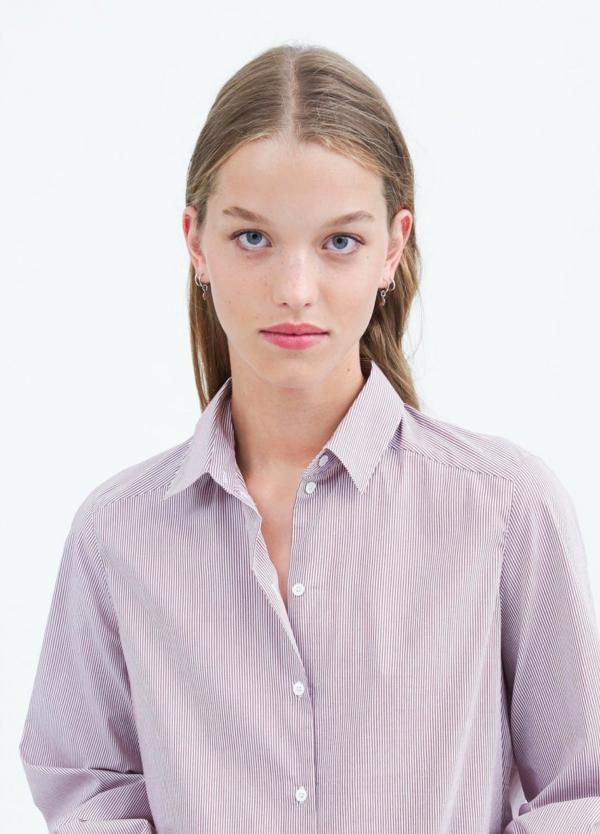 Camisa woman con acabado desigual color burdeos. 80% algodón 20% Poliéster.