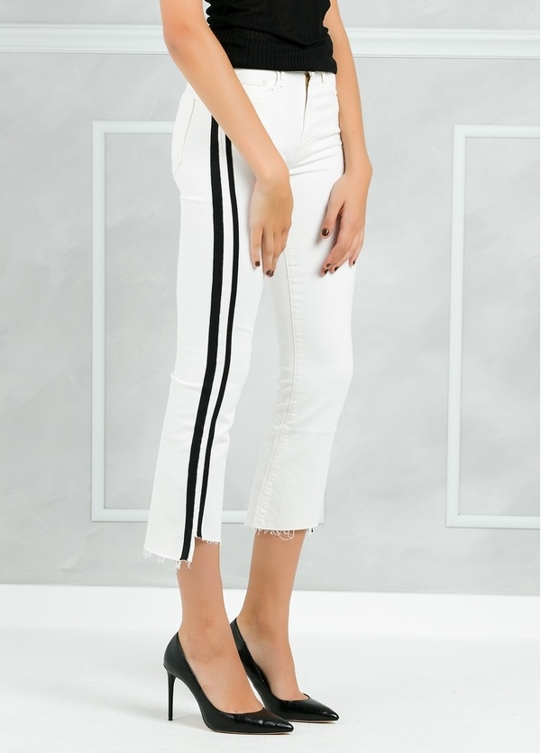 Pantalón tejano SIDE STRIPE JEANS color blanco y raya lateral negra. - Ítem2