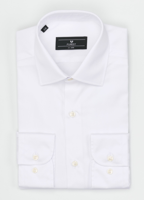 Camisa Formal Wear SLIM FIT cuello italiano modelo ROMA. Liso, color blanco. 100% Algodón Popelin. Fácil planchado.