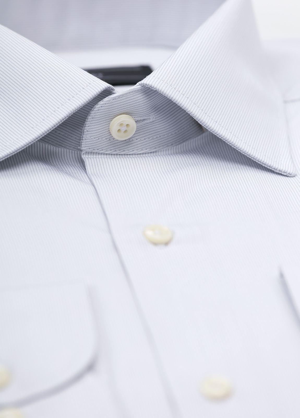 Camisa Formal Wear SLIM FIT cuello italiano modelo ROMA. Raya fina color gris. 100% Algodón. - Ítem1
