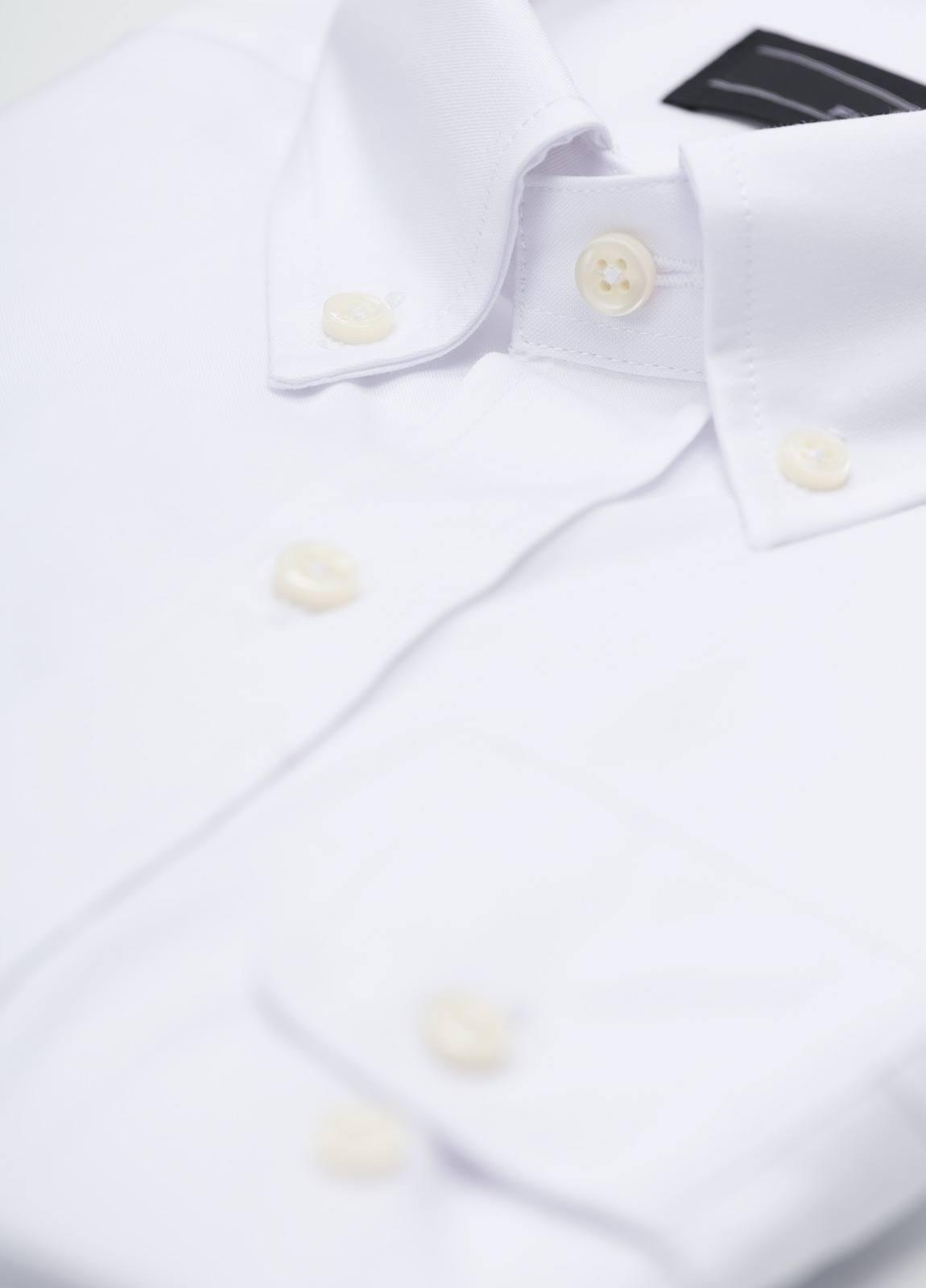 Camisa Formal Wear REGULAR FIT modelo BOTTON DOWN, con bolsillo, lisa, color blanca . 100% Algodón. Fácil planchado. - Ítem1