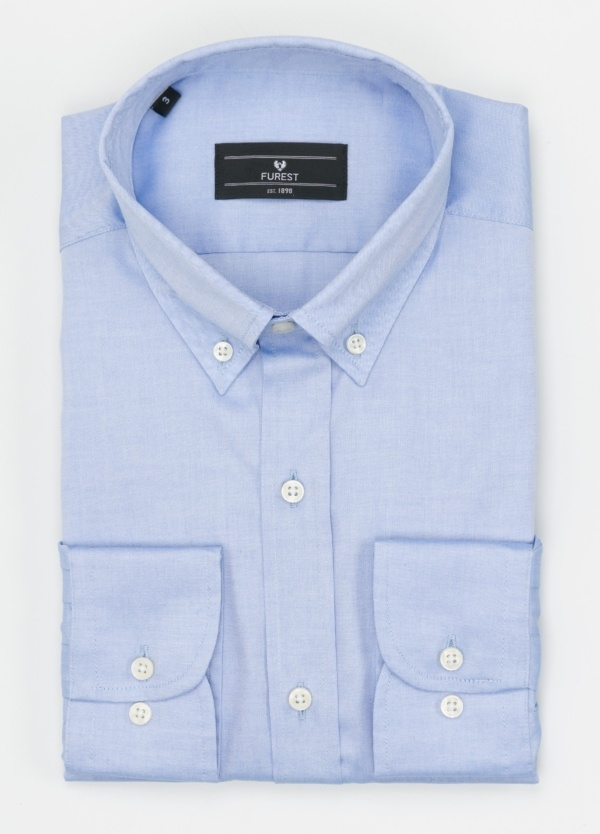 Camisa Formal Wear REGULAR FIT modelo BOTTON DOWN tejido pin point, color celeste. 100% Algodón.