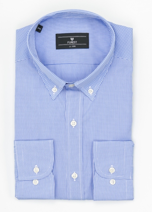Camisa Formal Wear REGULAR FIT modelo BOTTON DOWN, con bolsillo, tejido de cuadro vichy, color azul celeste. 100% Algodón.