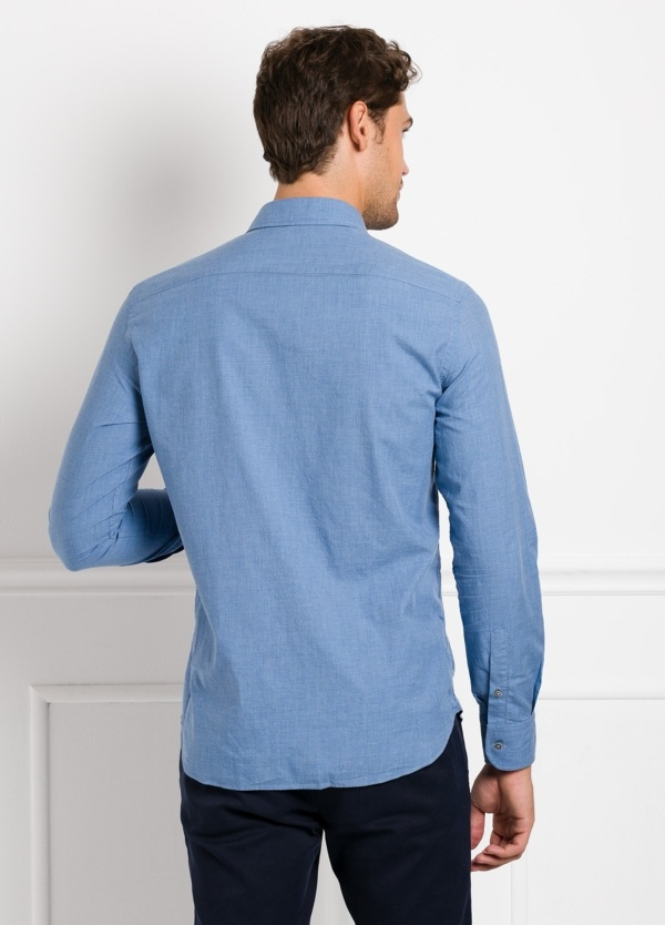 Camisa Leisure Wear REGULAR FIT modelo PORTO, lisa color azul. 100% Algodón. - Ítem1