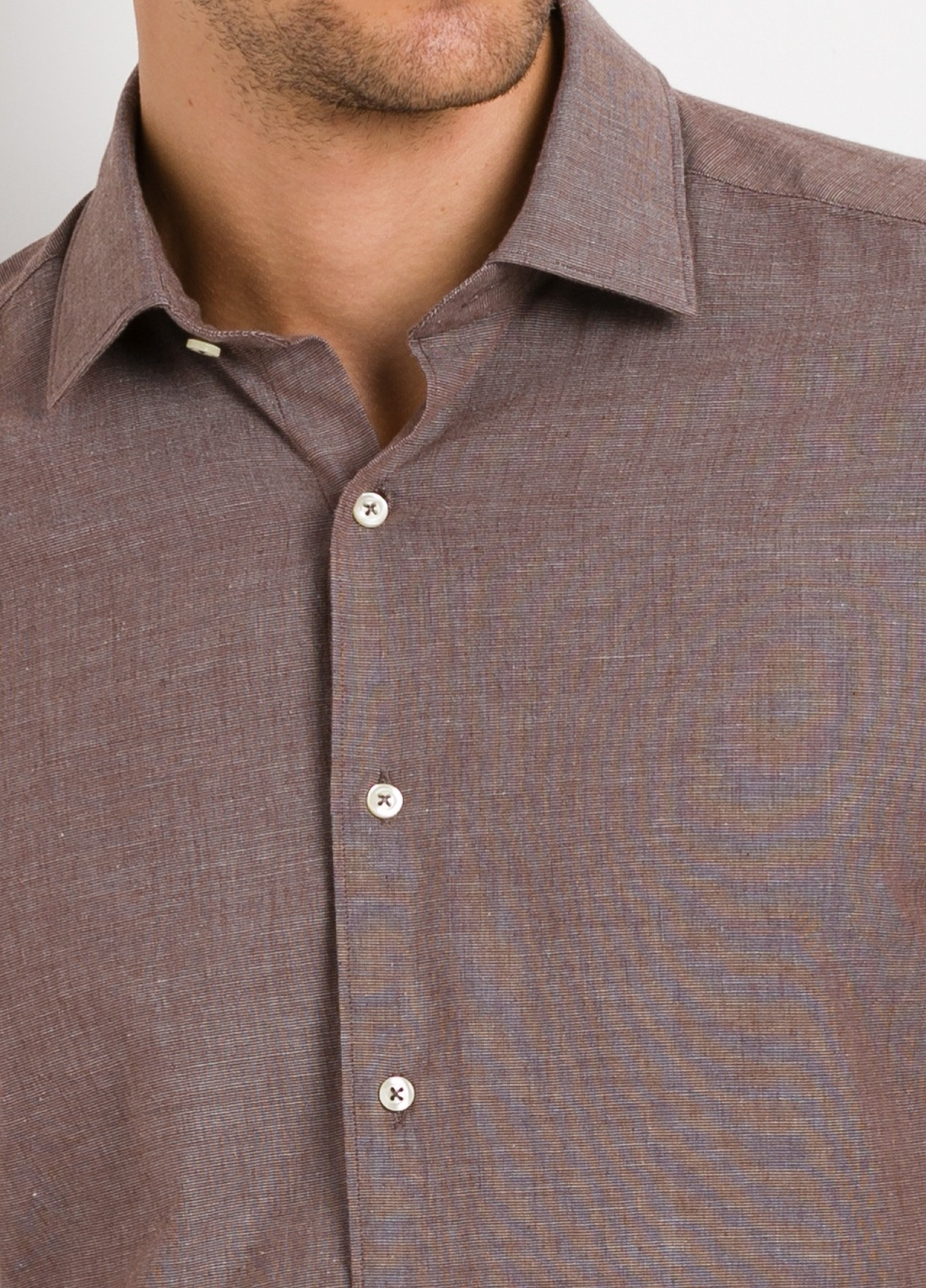 Camisa Leisure Wear REGULAR FIT modelo PORTO, tejido fil a fil color marrón. 100% Algodón. - Ítem2