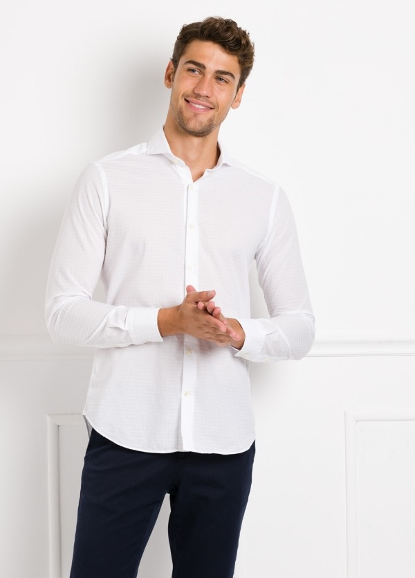 Camisa Leisure Wear SLIM FIT Modelo CAPRI tejido cuadro ventana color blanco, 100% Algodon. - Ítem2