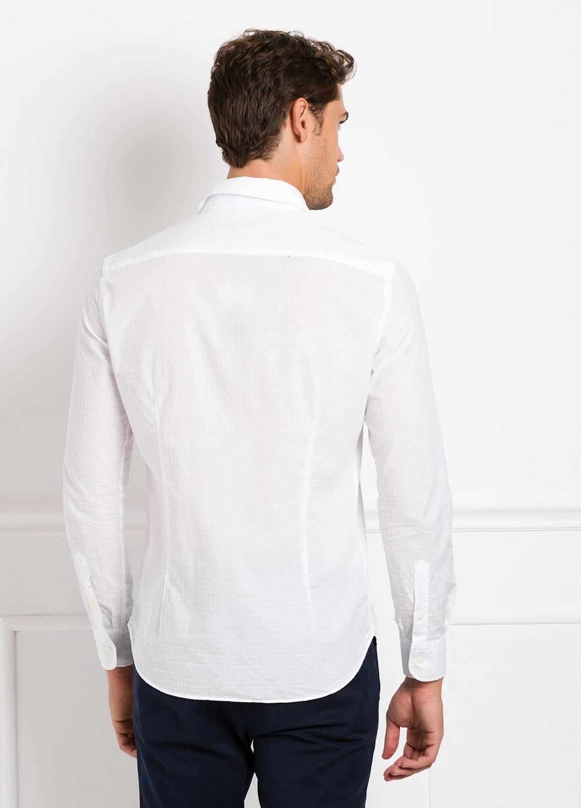 Camisa Leisure Wear SLIM FIT Modelo CAPRI tejido cuadro ventana color blanco, 100% Algodon. - Ítem4