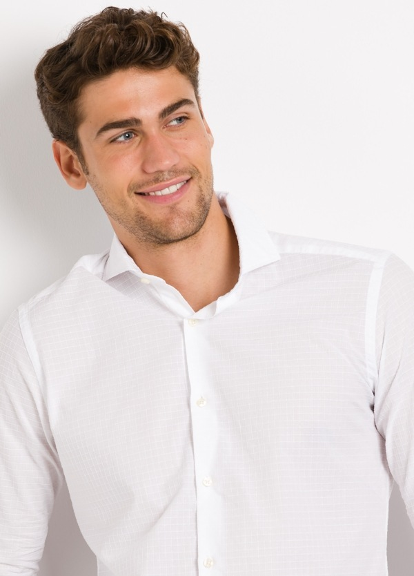 Camisa Leisure Wear SLIM FIT Modelo CAPRI tejido cuadro ventana color blanco, 100% Algodón.