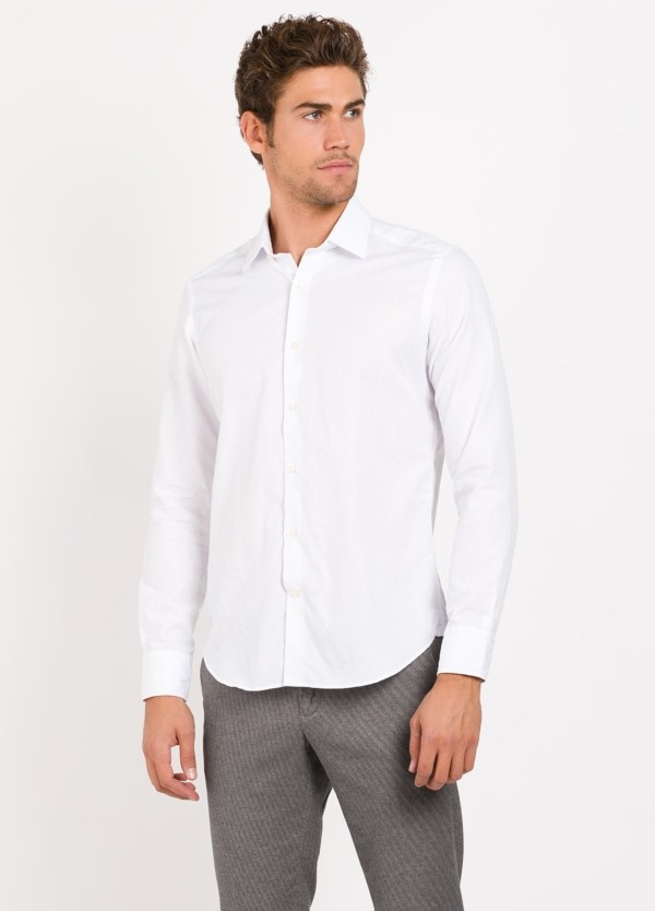 Camisa Leisure Wear REGULAR FIT modelo PORTO tejido color blanco. 100% Algodón.