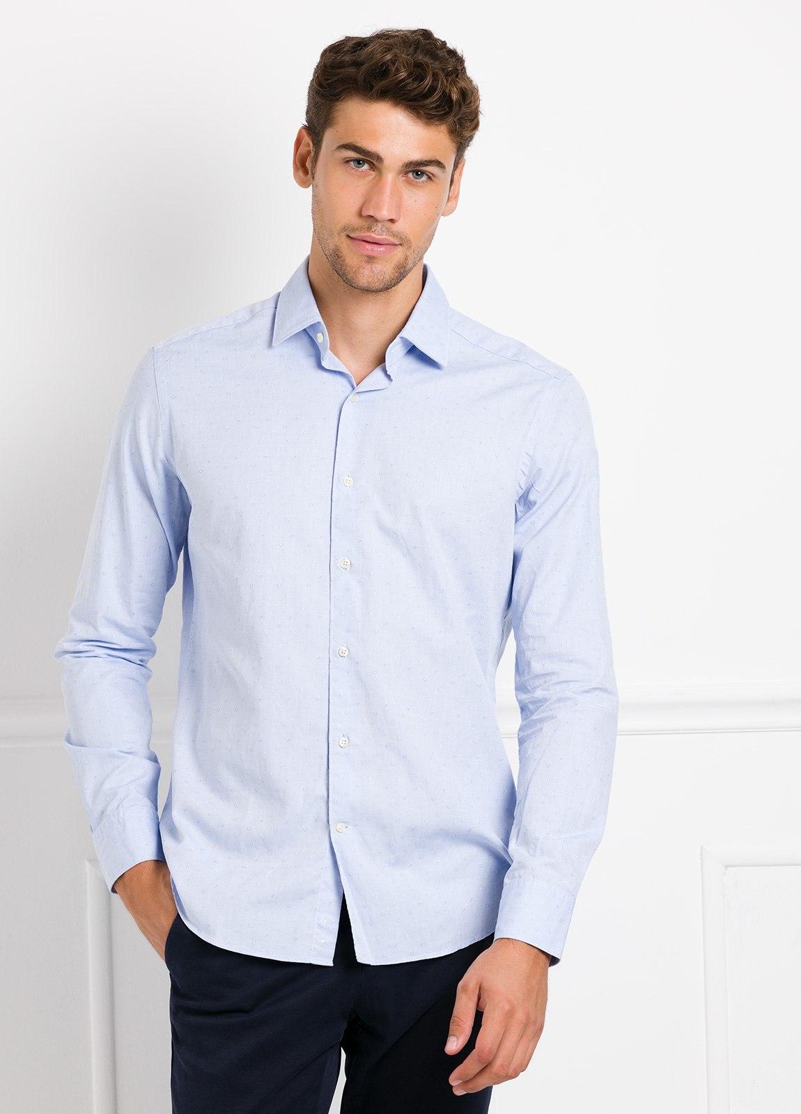 Camisa Leisure Wear REGULAR FIT modelo PORTO tejido dibujo jacquard color celeste. 100% Algodón.