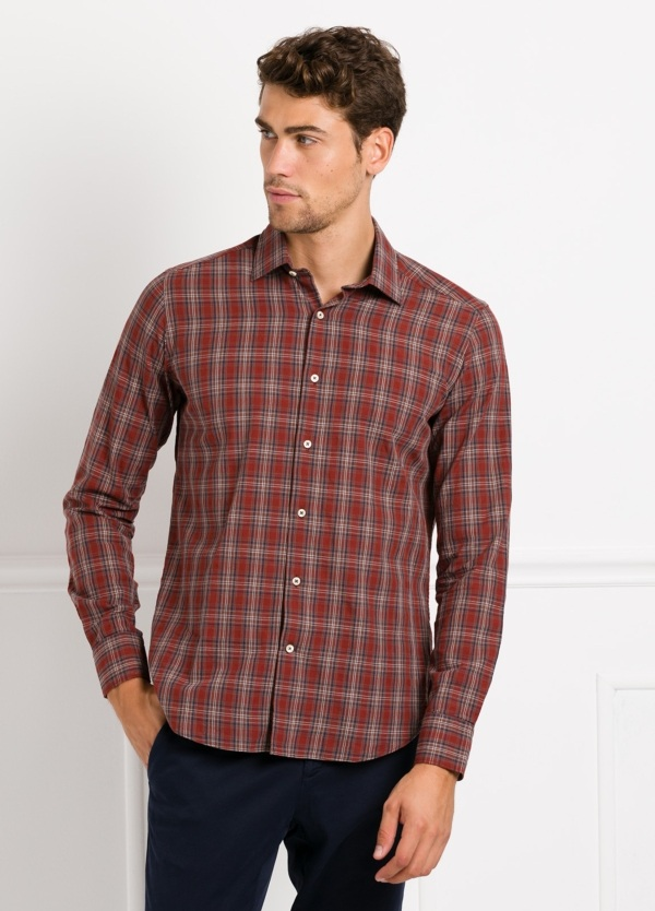 Camisa Leisure Wear REGULAR FIT modelo PORTO, cuadros granate, marrón. 100% Algodón.