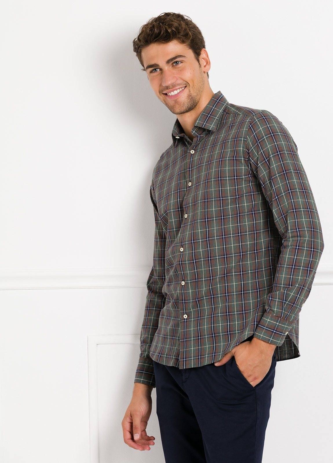 Camisa Leisure Wear REGULAR FIT modelo PORTO, cuadros gris, teja. 100% Algodón.