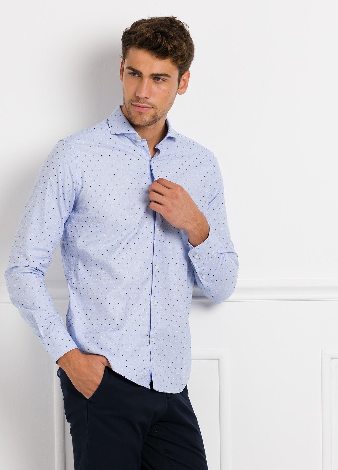 Camisa Leisure Wear SLIM FIT Modelo CAPRI, tejido dibujo fantasia jacquard color celeste, 100% Algodón.