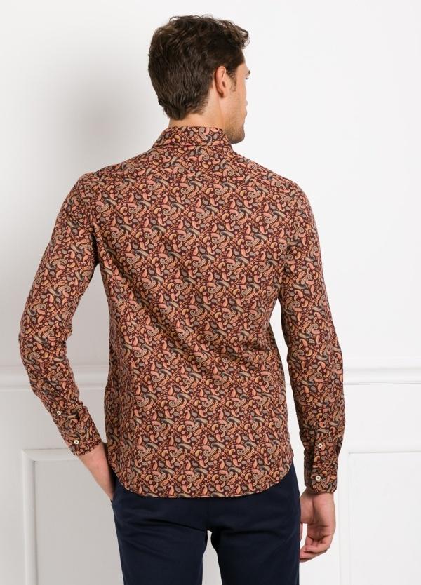 Camisa Leisure Wear SLIM FIT Modelo CAPRI tejido estampado fantasía color marrón, 100% Algodón. - Ítem1