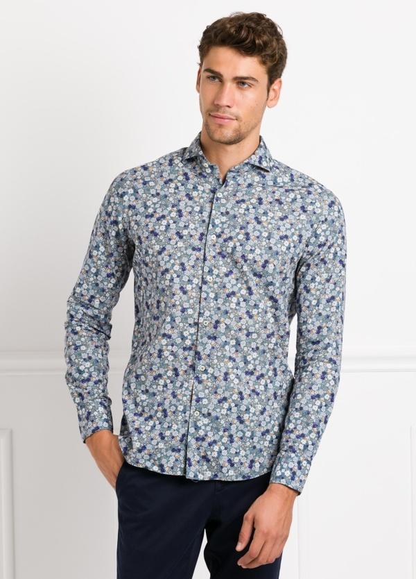 Camisa Leisure Wear SLIM FIT Modelo CAPRI tejido estampado flores color azul, 100% Algodón.