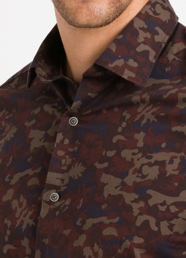 Camisa Leisure Wear SLIM FIT modelo PORTO estampado camuflaje color marrón. 100% Algodón. - Ítem2