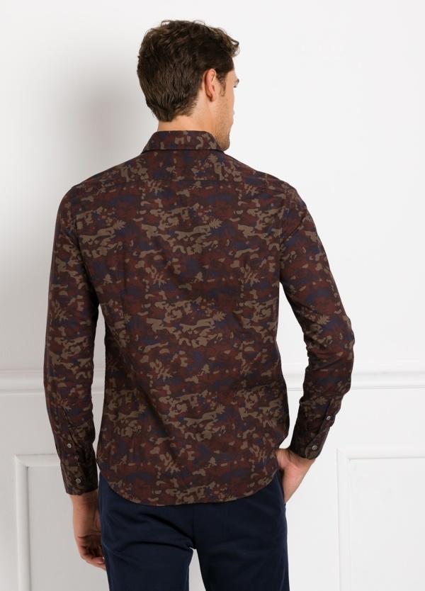 Camisa Leisure Wear SLIM FIT modelo PORTO estampado camuflaje color marrón. 100% Algodón. - Ítem4