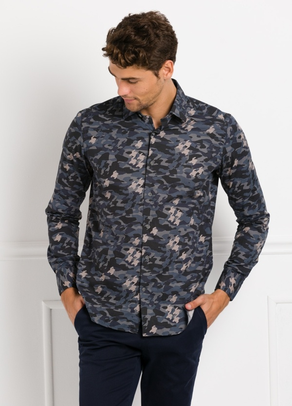 Camisa Leisure Wear SLIM FIT modelo PORTO estampado camuflaje color azul. 100% Algodón. - Ítem3