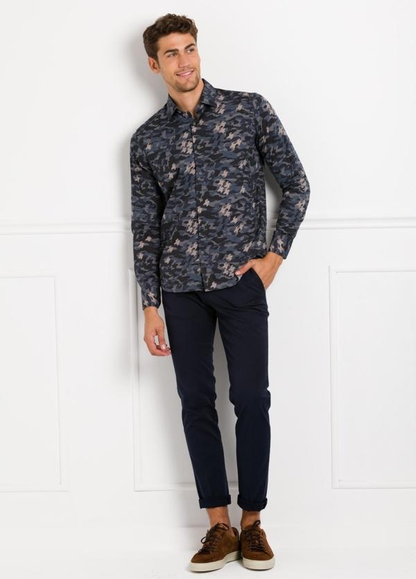 Camisa Leisure Wear SLIM FIT modelo PORTO estampado camuflaje color azul. 100% Algodón.