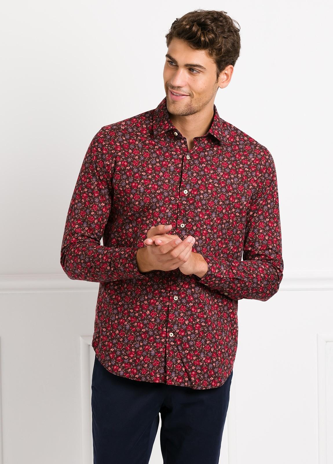 Camisa Leisure Wear SLIM FIT modelo PORTO estampado flores color granate. 100% Algodón.