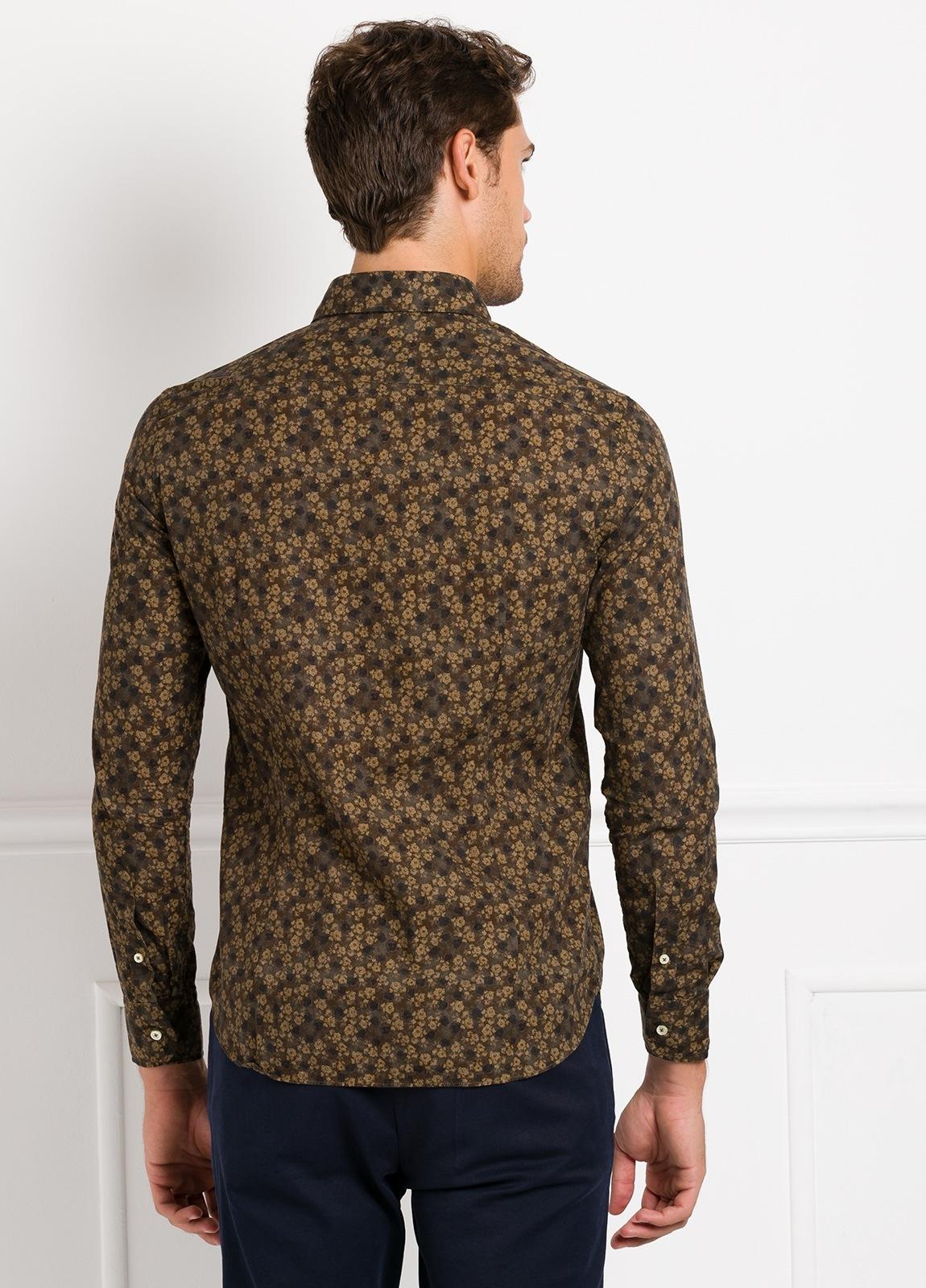 Camisa Leisure Wear SLIM FIT modelo PORTO estampado flores color marrón. 100% Algodón. - Ítem2