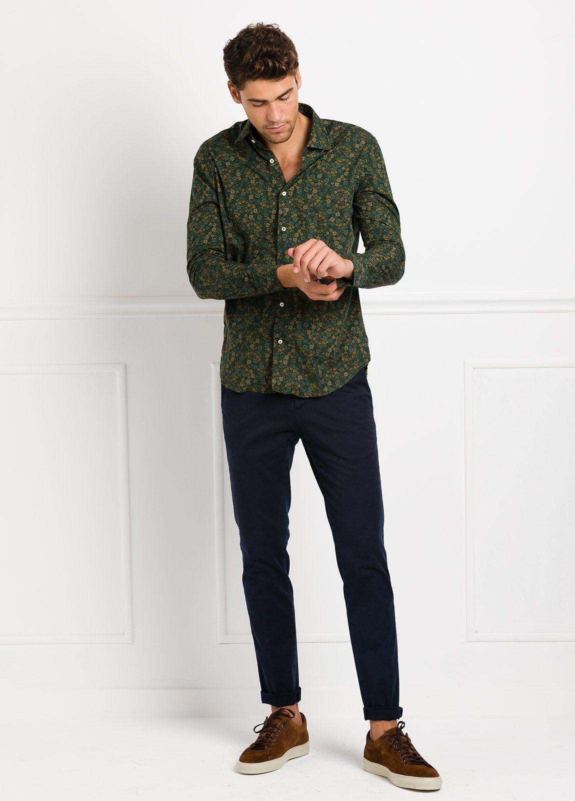 Camisa Leisure Wear SLIM FIT modelo PORTO estampado flores color verde. 100% Algodón. - Ítem1