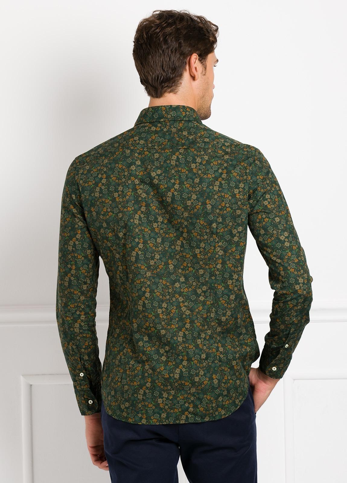 Camisa Leisure Wear SLIM FIT modelo PORTO estampado flores color verde. 100% Algodón. - Ítem3
