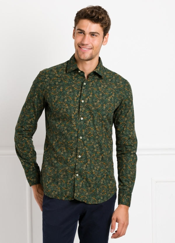 Camisa Leisure Wear SLIM FIT modelo PORTO estampado flores color verde. 100% Algodón.