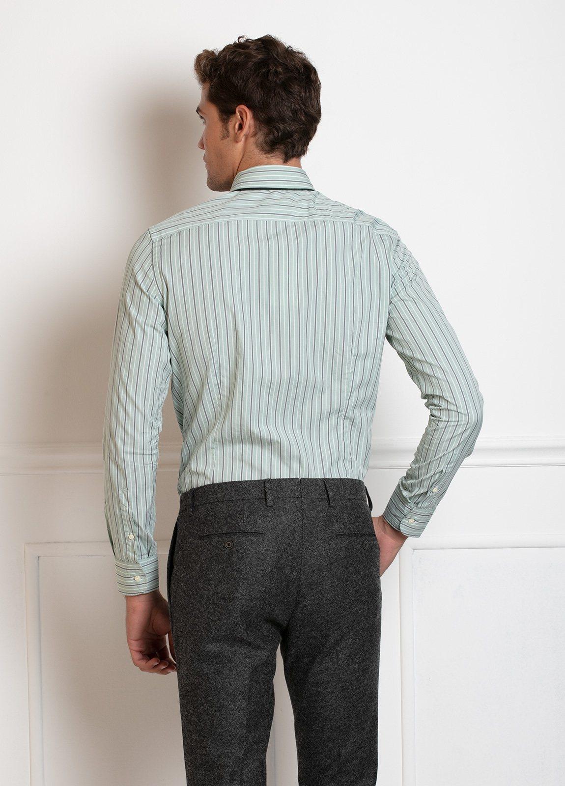 Camisa Leisure Wear SLIM FIT Modelo BOTTON DOWN color verde, estampado rayas gris. 100% Algodón. - Ítem3