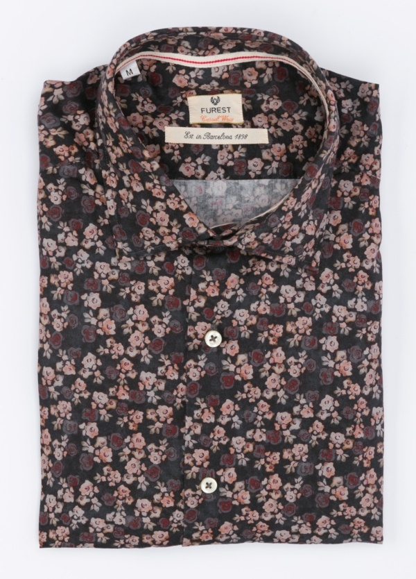 Camisa Leisure Wear SLIM FIT , modelo PORTO estampado floral color granate . 100% Algodón.
