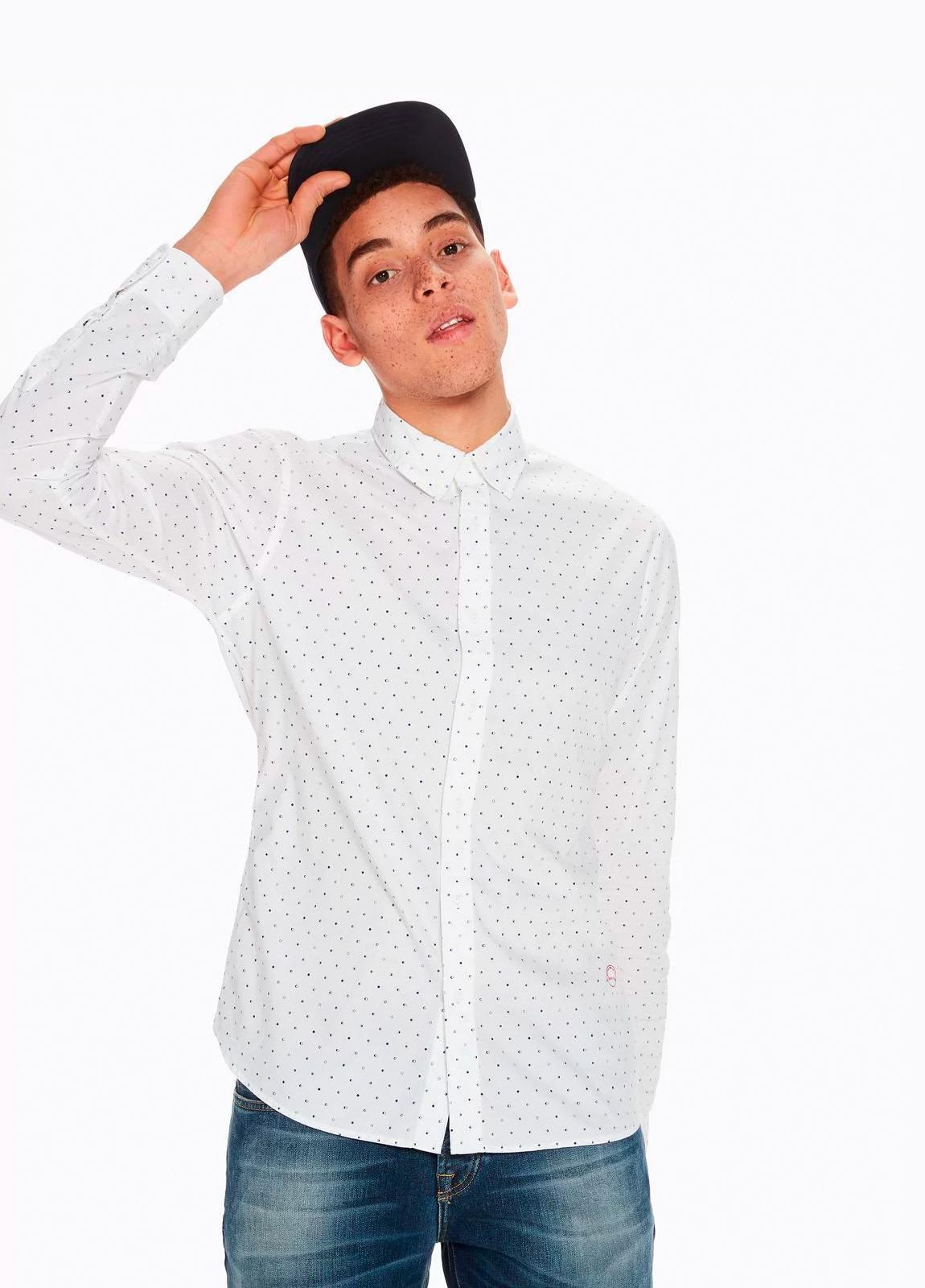 Camisa SLIM FIT, cuello botones. Estampado fases lunares, color blanco . 100% Algodón. - Ítem1
