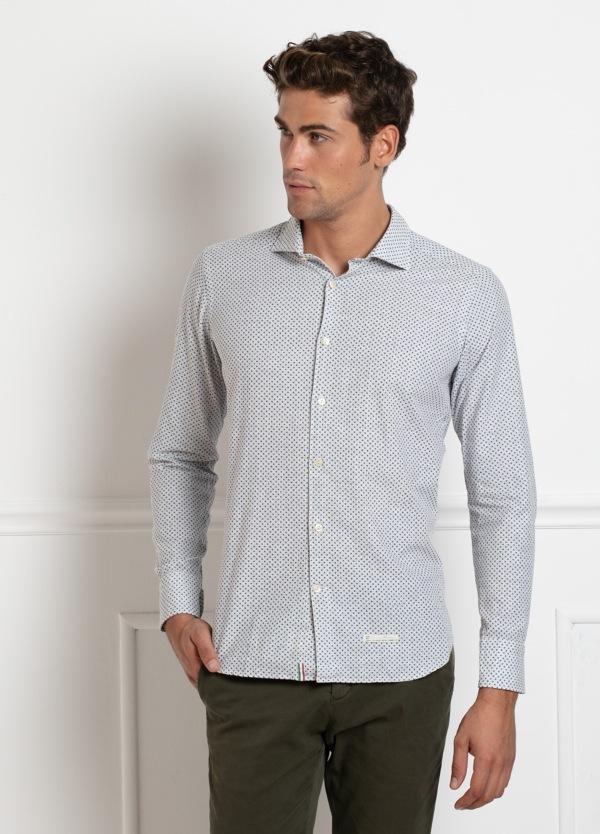 Camisa sport SLIM FIT, con dibujo geométrico color azul celeste. 100% Algodón.